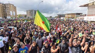 Des manifestants à Cayenne, en Guyane, mardi 28 mars 2017. (JODY AMIET / AFP)
