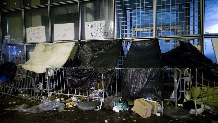 Mobilisation des habitants du quartier de la Villette à Paris pour protester contre les mauvaises conditions de vie des migrants,le 18 décembre 2017. (MICHEL STOUPAK / NURPHOTO / AFP)