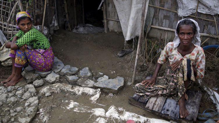 Deux femmes Rohingyas dans le camp de personnes déplacées dans l'Etat birman de Rakhine (anciennement d'Arakan), le 4 août 2015. (Soe Zeya Tun)