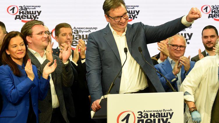 Le président serbe Aleksandar Vucic célèbre la victoire de son parti aux élections législatives. Les principaux partis d'opposition ontboycotté le scrutin.Belgrade, le 21 juin 2020. (ALEKSANDAR DIMITRIJEVIC / AFP)