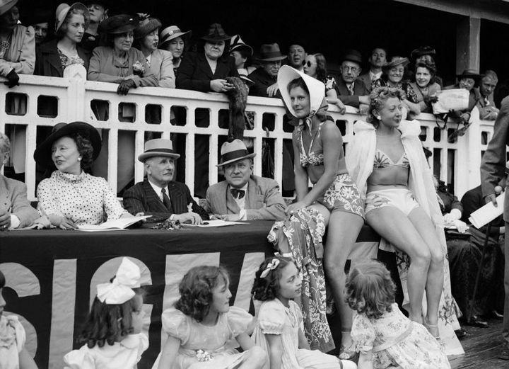 Molitor en 1939 à l'occasion de la Fête de l'Eau, un évènement très populaire qui attirait de nombreux Parisiens  (AFP)
