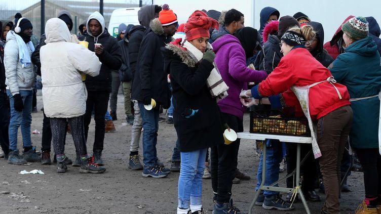 Des réfugiés à Calais (Pas-de-Calais), le 7 février 2018. (DURSUN AYDEMIR / AFP)