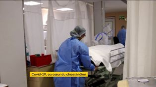 Une victime du Covid-19 évacuée d'un hôpital en Inde (FRANCEINFO)