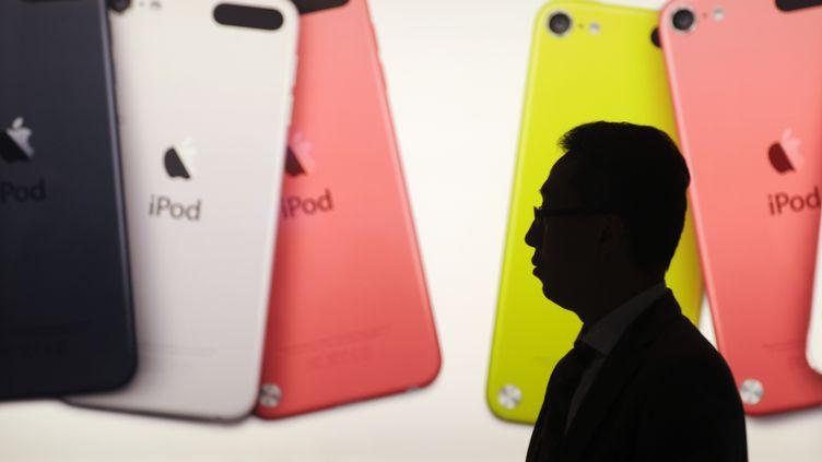 Dans un Apple Store à Hong Kong, le 20 novembre 2012. (ANTHONY WALLACE / AFP)
