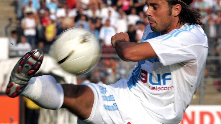 Patrice Fiorèse avec le maillot de l'OM en 2004 (DOMINIQUE FAGET / AFP)