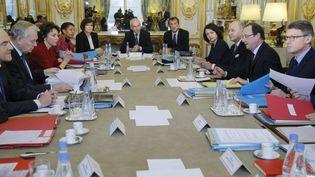 Séminaire du gouvernement Ayrault sur la jeunesse à l'Elysée, à Paris, le 23 janvier 2013. (CHRISTIAN HARTMANN / AFP)