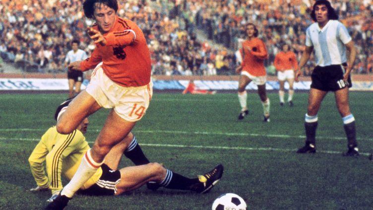 Johan Cruyff, pendant la rencontre Pays-Bas - Argentine lors de la Coupe du monde 1974 àGelsenkirchen (Allemagne), le 26 juin 1974. Photo d'illustration. (STF / AFP)