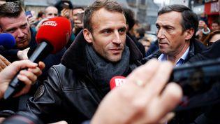 Emmanuel Macron dans les rues de Honfleur (Calvados), le 1er novembre 2018. (CHARLY TRIBALLEAU / AFP)