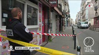 Un homme de 24 ans a été tué par balle dans le centre-ville de Nantes (Loire-Atlantique) dans la nuit de lundi à mardi 23 avril. C'est la cinquième fusillade en cinq jours. (FRANCE 2)