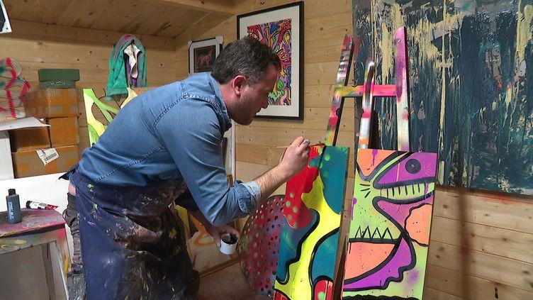 Dans le Nord, un graffeur offre ses œuvres à des sans-abri qu'ils peuvent revendre à leur profit (CAPTURE D'ÉCRAN FRANCE 3)