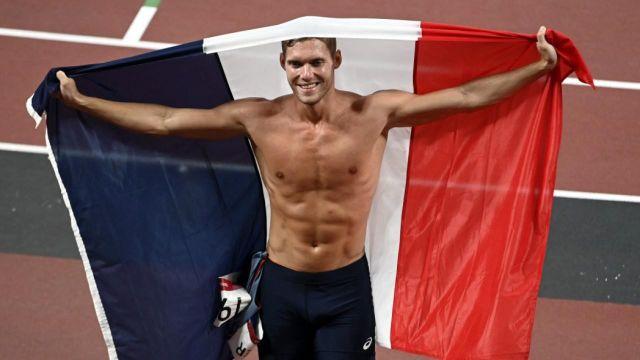 2 jours très intensifs pour Kevin Mayer : une douleur au dos, l'abandon trop proche, mais il n'a pas lâché et il finit vice-champion olympique ! Son décathlon a basculé au javelot avec 63m69, où il est remonté 2ème au classement.
