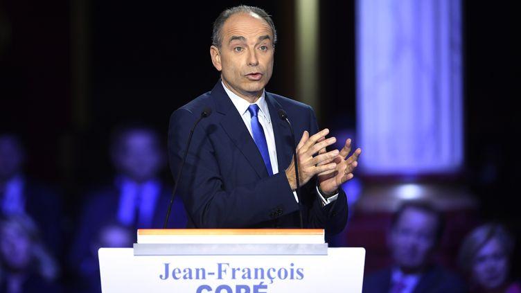 Jean-François Copé lors du deuxième débat entre les candidats de la primaire à droite, jeudi 3 novembre 2016, dans la salle Wagram à Paris. (ERIC FEFERBERG / AFP)