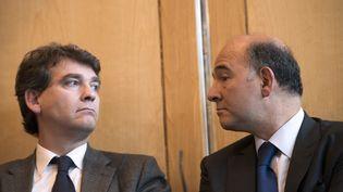 Le ministre du Redressement productif, Arnaud Montebourg (à g.), et le ministre de l'Economie, Pierre Moscovici, le 17 octobre 2012, lors d'une conférence de presse à Bercy. (FRED DUFOUR / AFP)