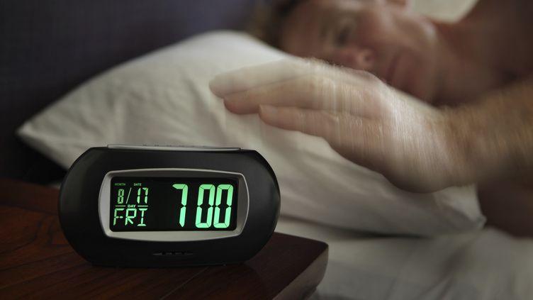Une étude révélée samedi 29 mars 2014 indique que le nombre de crises cardiaques fait un bond de 25 % aux États-Unis le lundi suivant le passage à l'heure d'été. (IMAGE SOURCE / GETTY IMAGES)