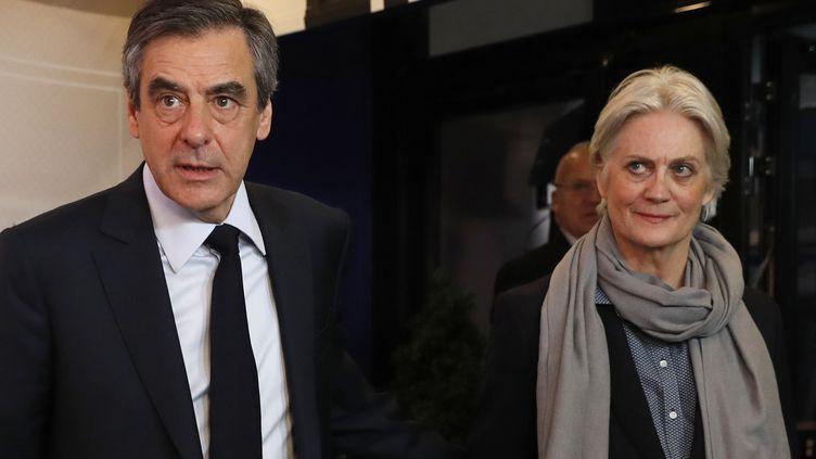 François Fillon et son épouse Penelope, le 20 mars 2017, à Paris. (PATRICK KOVARIK / POOL)