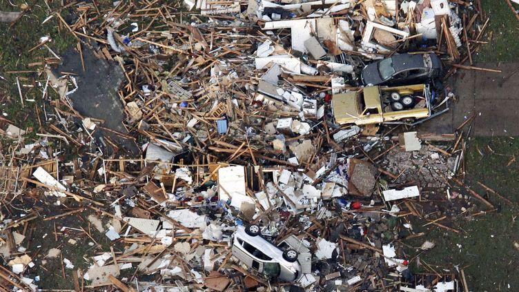 Photo aérienne des dégâts causés par la tempête à Moore, dans l'Oklahoma (Etats-Unis), le 20 mai 2013. (STEEVE GOOSH / AP / SIPA)