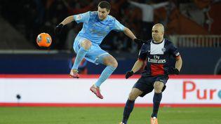 L'attaquant marseillais André-Pierre Gignac (G) lors du match PSG-OM, à Paris, le 2 mars 2014. (JEAN MARIE HERVIO / DPPI MEDIA / AFP)