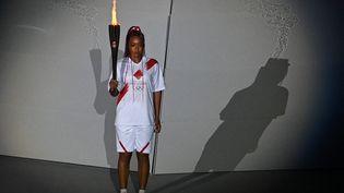 La joueuse de tennis Naomi Osaka lors de la cérémonie d'ouverture des Jeux olympiques de Tokyo (Japon), le 23 juillet 2021. (ALEXEY FILIPPOV / SPUTNIK / AFP)