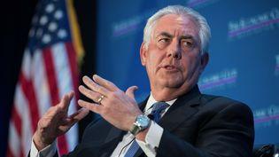 Rex Tillerson, PDG d'ExxonMobil, lors d'une discussion organisée autour des innovations dans l'énergie, le 12 mars 2015 à Washington (Etats-Unis). (NICHOLAS KAMM / AFP)