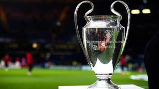 Le trophée de la Ligue des champions, le 10 décembre 2019, à Londres (Royaume-Uni). (JAKUB PORZYCKI / NURPHOTO / AFP)