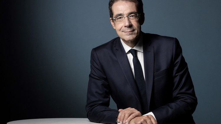 Le présentateur suisse Darius Rochebin lors d'une séance photo à Paris, le 14 septembre 2020. (JOEL SAGET / AFP)