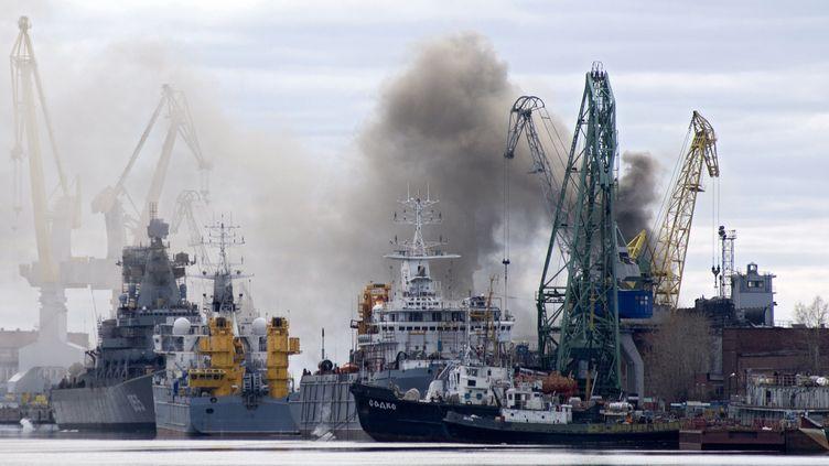 Un chantier naval de la ville de Severodvinsk, en Russie, le 7 avril 2015. (OLEG KULESHOV / AFP)