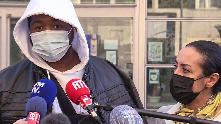 L'avocate Hafida El Aliet Michel, producteur de musique à Paris victime de violences policières, le 26 novembre 2020. (AURORE MESENGE / AFP)
