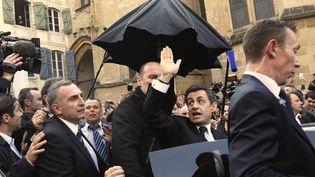 Nicolas Sarkozy quitte Bayonne (Pyrénées-Atlantiques) sous les huées, le 1er mars 2012. (PHILIPPE WOJAZER / REUTERS)