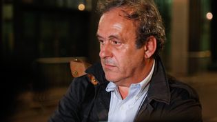Michel Platini sort de garde à vue le 19 juin 2019 dans la nuit, à Nanterre (Hauts-de-Seine). (ZAKARIA ABDELKAFI / AFP)