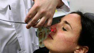 Covid-19 : comment retrouver l'odorat après avoir contracté la maladie ? (France 2)