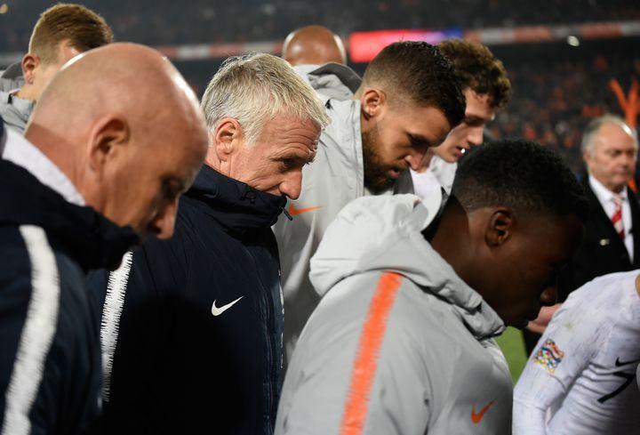 La tête basse pour les Bleus face aux Pays-Bas. (JOHN THYS / AFP)