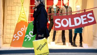Les commerçantsattribuent les mauvais résultats des soldes d'hiver à la baisse du pouvoir d'achat, ainsi qu'à la multiplication des périodes de promotion tout au long de l'année. (BERTRAND GUAY / AFP)
