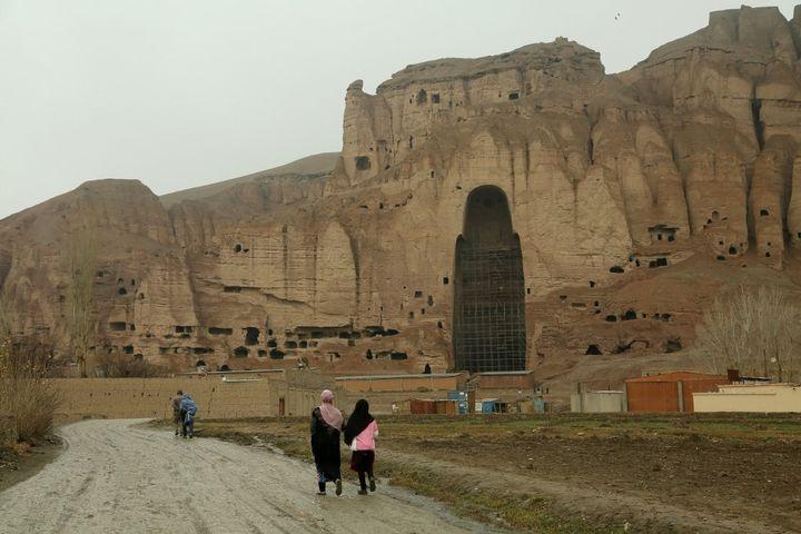 Seuls restent les emplacements des bouddhas dynamités par les talibans (MOHAMMAD ALI SHAIDA / AFP)