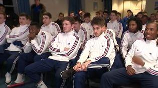 Les Bleuets, les moins de 17 ans, rêvent d'imiter leurs aînés du handball, surnommés Les Experts. (France 3)