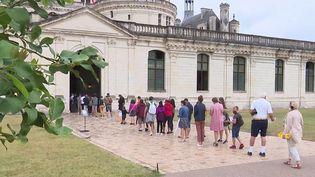 Vacances de la Toussaint : les Français sont nombreux à voyager (France 3)