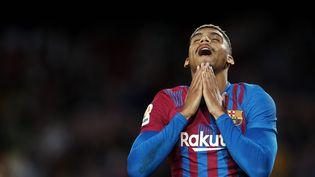La déception de Ronald Araujo et des Barcelonais,tenus en échec à domicile par Grenade en liga (1-1), lundi 20 septembre 2021. (JOSE BRETON / NURPHOTO via AFP)