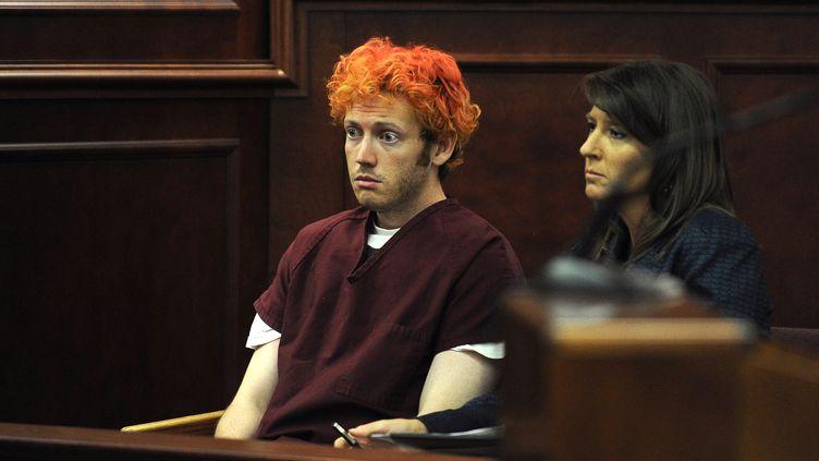 James Eagan Holmes comparaît devant un tribunal d'Aurora (Colorado, Etats-Unis)) auprès de son avocate, le 23 juillet 2012. (REUTERS)