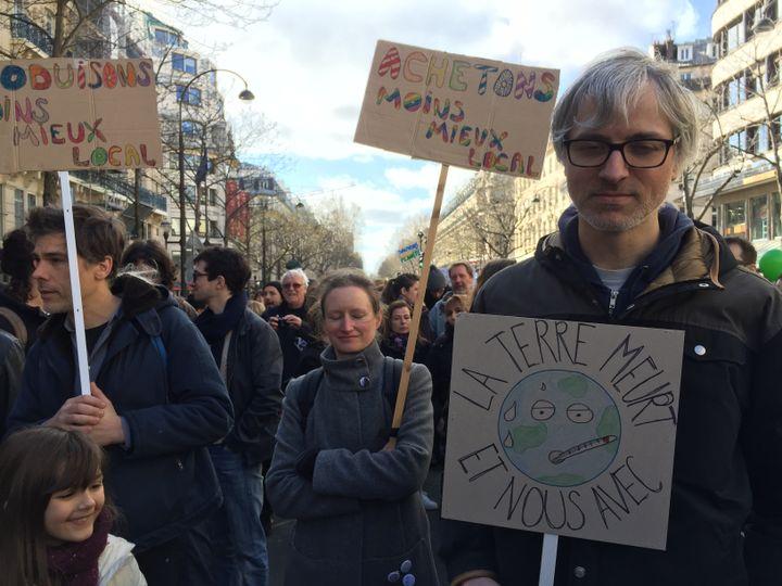 """La """"Marche du siècle"""", samedi 16 mars, Boulevard des Italiens, à Paris. (BORIS LOUMAGNE / RADIO FRANCE)"""
