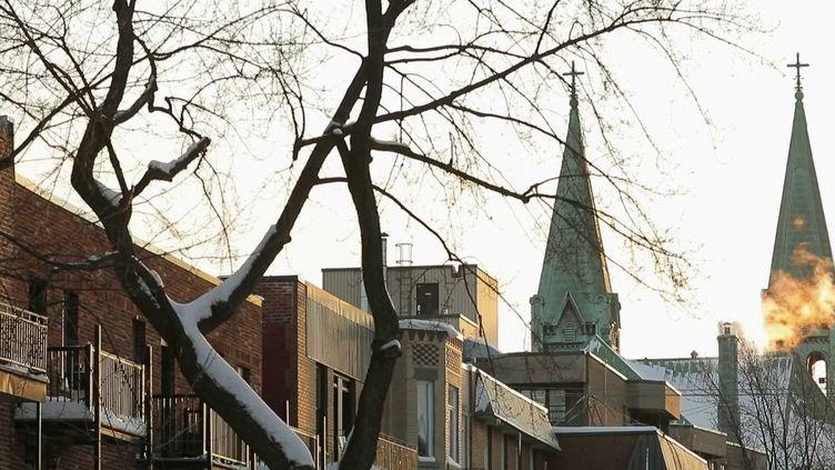 Près de 200 000 Français sont installés au Québec (Canada). Leur nouvelle vie, entre déracinement et découverte, leur est-elle favorable ? (FRANCE 2)