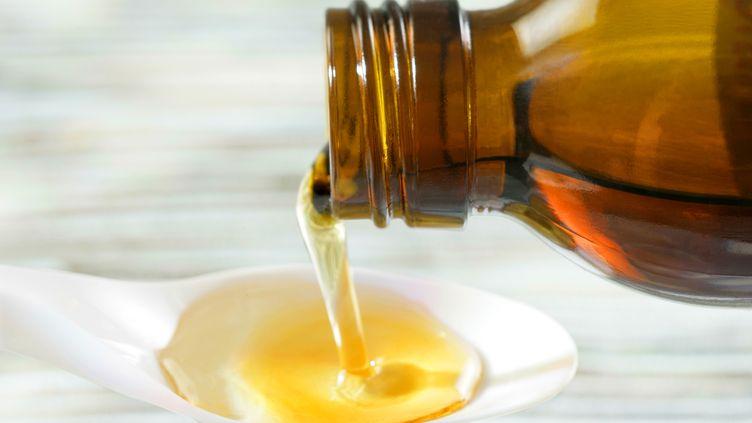 """De plus en plus de jeunes boivent du """"purple drank"""", un mélange desirops à la codéine et à laprométhazine ajoutés à du soda. (CHASSENET / BSIP / AFP)"""
