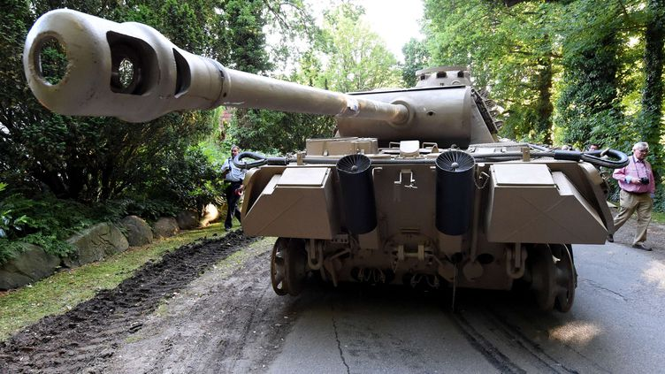 Un tank Panther datant de la Seconde guerre mondial a été retrouvé chez un particulier à Heikendorf (Allemagne), le 2 juillet 2015. (CARSTEN REHDER / AP / SIPA / AP)