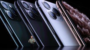 Phil Schiller, vice-président du marketing d'Apple, présente l'iPhone 11 Pro, le 10 septembre 2019, à Cupertino, en Californie (Etats-Unis).  (JUSTIN SULLIVAN / GETTY IMAGES NORTH AMERICA / AFP)