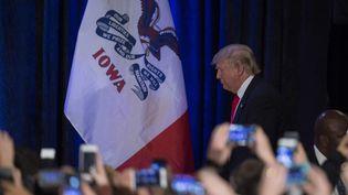 Donald Trump, candidat aux primaires républicaines, après sa défaite lors des caucus dans l'Iowa, à Des Moines (Etats-Unis), le 1er février 2016. (JIM WATSON / AFP)