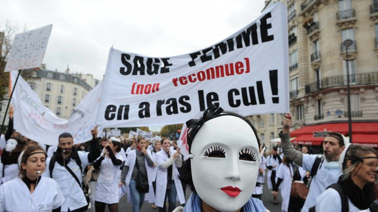 Manifestation de sages-femmes à Paris en novembre 2013 (NATHANAEL CHARBONNIER)