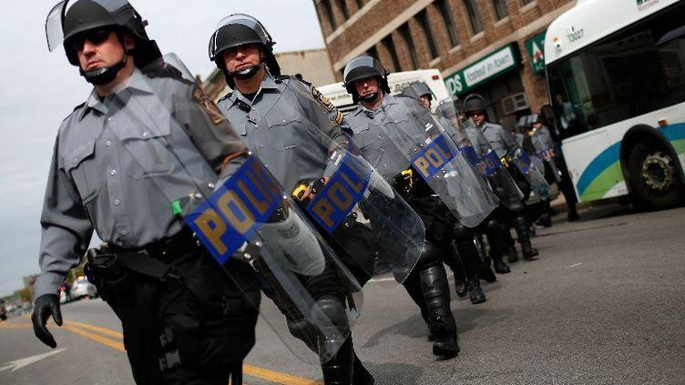 Des policiers anti-émeutes à Baltimore (Etats-Unis), le 1er mai 2015. (GETTY IMAGES NORTH AMERICA / AFP)