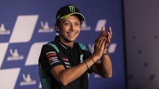 Valentino Rossi a annoncé jeudi 5 août en conférence de presse qu'il allait mettre un terme à sa légendaire carrière à l'issue de la saison 2021 de MotoGP. Le pilote italien, nonuple champion du monde, s'est exprimé en conférence de presse à Spielberg (Autriche) à la veille de la reprise de la saison pour le Grand Prix de Styrie. (GIGI SOLDANO / DPPI via AFP)