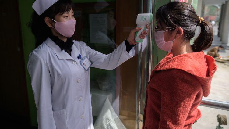 La Corée du Nord affirme qu'il n'y a aucun cas de coronavirus dans le pays mais le journal officiel du régime a reconnu l'existence de plus de 7 000 cas d'insuffisance respiratoire.  (KIM WON JIN / AFP)
