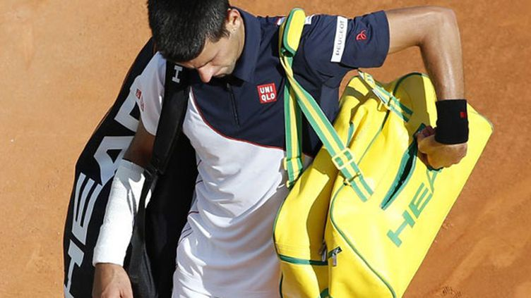 Novak Djokovic avec son bandage à l'avant-bras.