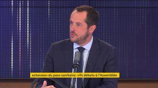 Nicolas Bay, eurodéputé du Rassemblement national (RN), était l'invité du 8h30 franceinfo le 22 juillet 2021. (FRANCEINFO / RADIOFRANCE)