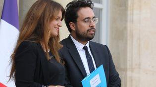 Marlène Schiappa, secrétaire d'Etat à l'Egalité hommes-femmes, et Mounir Mahjoubi, ancien secrétaire d'Etat au numérique, devant l'Elysée le 5 septembre 2018. (LUDOVIC MARIN / AFP)